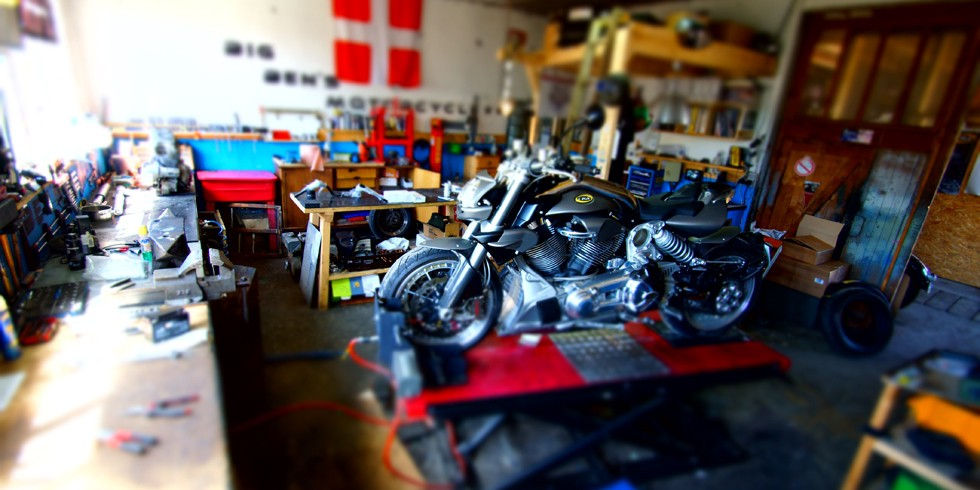 Big ben motorcycle ulule for Amenagement garage moto