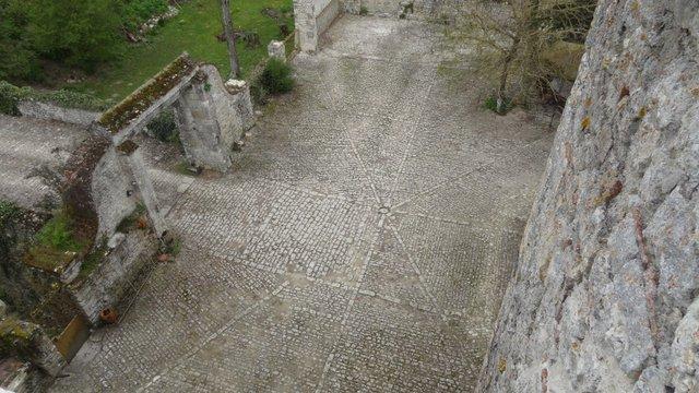 cour du château vu de la tour