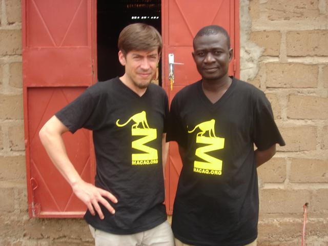 Abdoulaye et Julien lors d'une mission à Dogodouman (Juillet 2011)