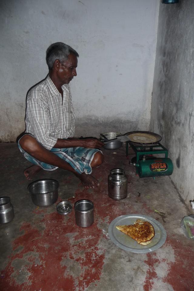 Le cuisinier dans sa cuisine