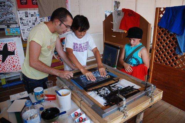 decolleur papier peint vinyl lorient artisan cherche travaux renovation papier peint rayures. Black Bedroom Furniture Sets. Home Design Ideas