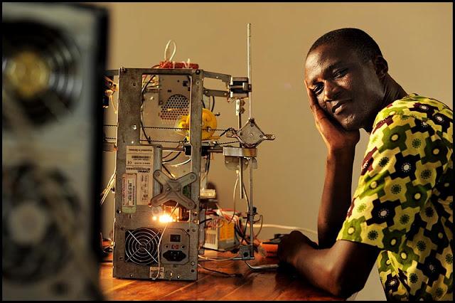 w afate un jeune togolais fabrique une imprimante 3d partir de d chets informatiques r cup r s. Black Bedroom Furniture Sets. Home Design Ideas