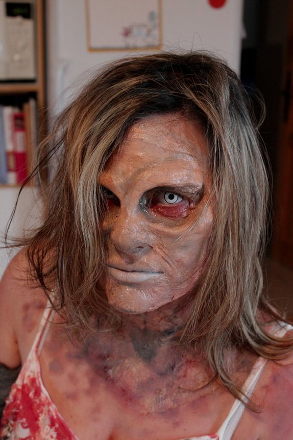 Maquillage de zombie awesome maquillage zombie facile u tuto et rapide raliser with maquillage - Maquillage de zombie facile a realiser ...