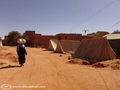 Après les inondations du 27 janvier 2009 à Aoulef, plus de 1755 habitations se sont effondrées. A présent, des centaines de familles vivent sous des tentes.